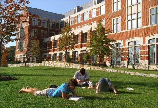 Студенты закрытых ВУЗов не останутся без внимания