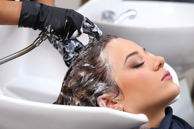 Как выбрать курсы обучения парикмахеров для начинающих, с нуля.