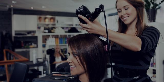 Где найти курсы в школе, центре обучения (образование) парикмахеров для тех кто работает по выходным.