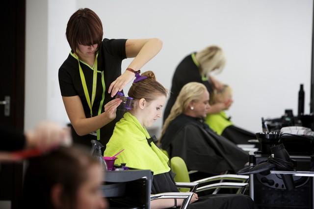 Подскажите, посоветуйте техникум парикмахеров