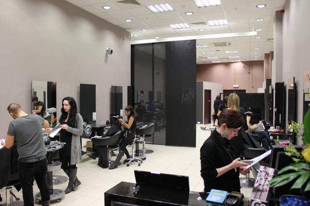 Сколько учиться и какое расписание на курсах в колледже (техникуме), академии парикмахеров.