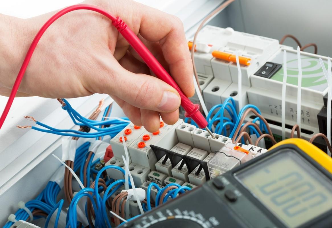 Где и что нужно для обучения в учебном заведении электриков