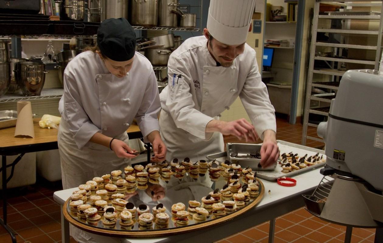 Как и где выбрать кондитерскую учебную студию (кухню) от биржи труда (службы занятости)